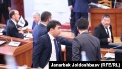 Жанар Акаев Жогорку Кеңеште кесиптештери менен