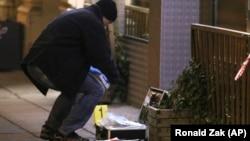 Полициски експерт собира докази по нападите во Виена