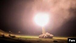 Иран заявил, что нанес ракетные удары по ряду районов в Ираке, в том числе по двум военным базам, на которых размещены американские войска.