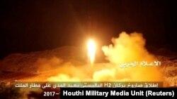 این تصویر از پرتاب موشک از یمن را یک شبکه هوادار حوثیها در ۱۴ آبان منتشر کردهاست
