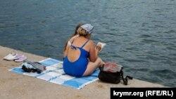 Заборона на купання: як проходить курортний сезон у Севастополі (фотогалерея)