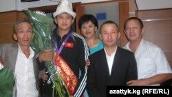 Дзюдочу Болотбек Токтогонов жакындары менен, 2010-жылдын 29-августу.