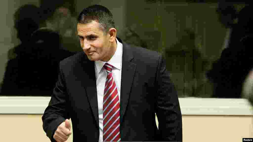 Haški tribunal - Idriz Balaj nakon presude, 29. novembar 2012. Foto: REUTERS / Koen van Weel