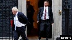 Ish-sekretari britanik, Boris Johnson (majtas) dhe ministri i Jashtëm britanik, Jeremy Hunt.