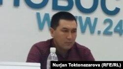 Азамат Туркменов.