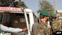 Сотрудники экстренных служб реагирования недалеко от посольства Инди в Кабуле. Иллюстративное фото.