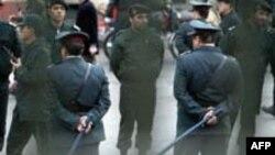 پلیس در تظاهرات دانشجویی دسامبر سال 2003 میلادی در تهران