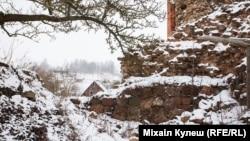 Муры Крэўскага замку - аўтар: Міхаіл Кулеш