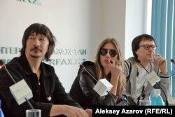 Участники группы A'Studio Байгали Серкебаев, Кети Топурия и Владимир Миклошич на брифинге. Алматы, 8 октября 2012 года.