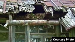 Casa George Enescu de la Mihăileni înainte de restaurare (detaliu)