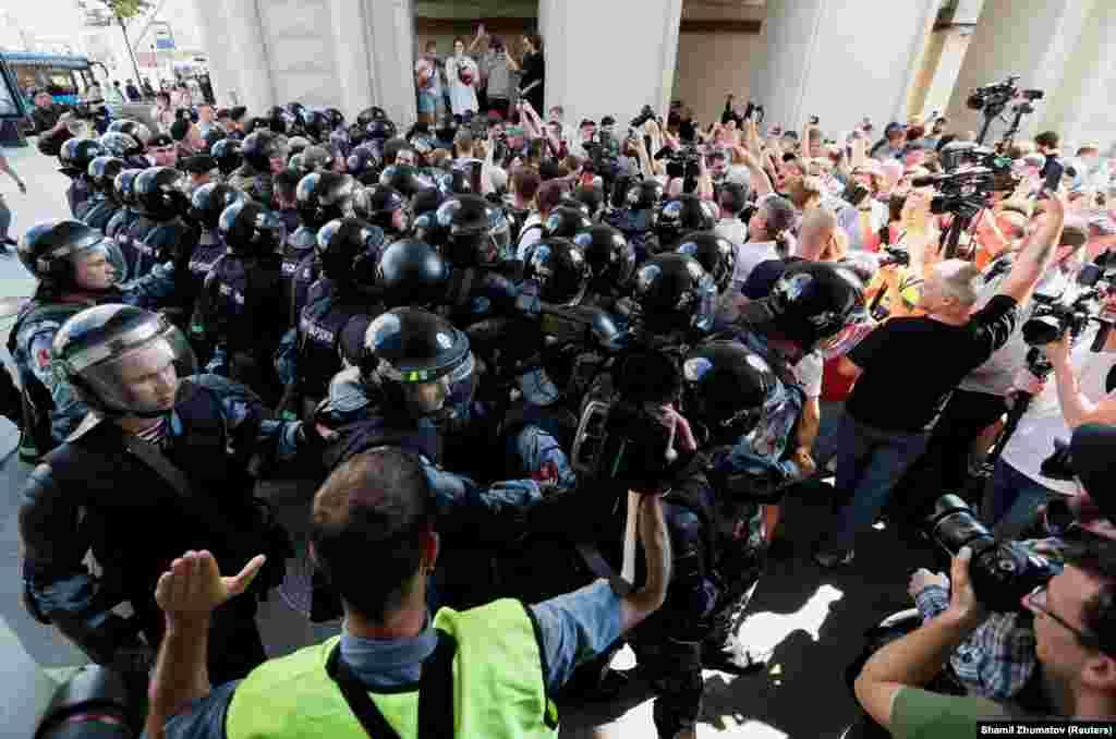 Поліція і Росгвардія почали затримання ще до акції