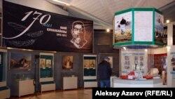 """На выставке """"Мир Абая"""" в Центральном государственном музее Казахстана в честь 170-летия Абая, 2015 год."""