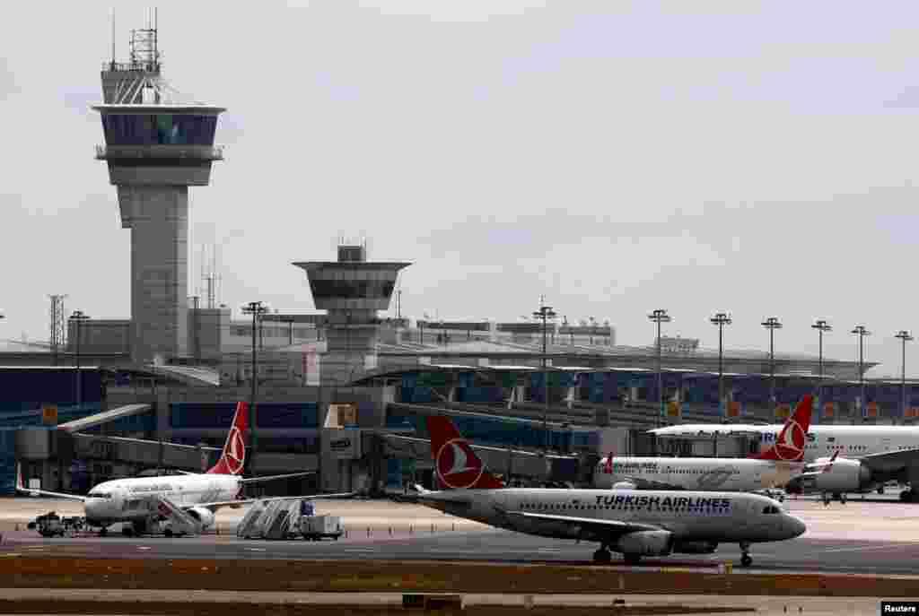 Ататүрік әуежайындағы ұшақтар. Стамбул, 29 маусым 2016 жыл.