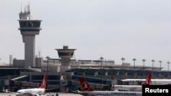 """Авиони на """"Туркиш ерлајнс"""" на меѓународниот аеродром во Истанбул."""