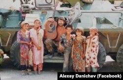 Юрий Шевчук в Таджикистане. Август 1996. Фото Алексея Даничева любезно предоставлено Владимиром Гуреевым