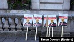 Портреты Джамаля Хашогги у консульства Саудовской Аравии в Лондоне, 26 октября 2018 года