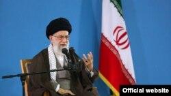 Верховный руководитель Ирана аятолла Али Хаменеи.