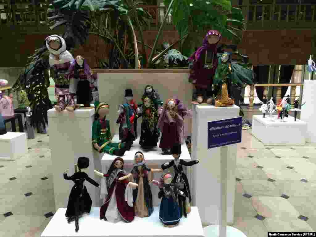"Дагестанские куклы тоже ""пришли"" на ярмарку."
