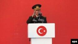 Начальник Генерального штаба Турции генерал Хулуси Акар
