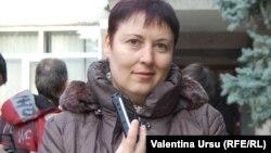 Neobosită, pretutindeni cu microfonul printre moldoveni, Valentina Ursu