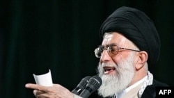 آیت الله خامنه ای می گوید که ایران در صدد دستیابی به انرژی هسته ای برای مقاصد صلح آمیز است.(عکس: AFP)