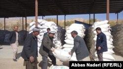 پس از شیوع ویروس کرونا در افغانستان و کشورهای همسایۀ آن، بهای مواد وارداتی در این کشور رو به افزایش است.