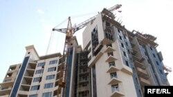 В Тбилиси нет нужды специально заниматься поисками нового дома. Новые здания растут, как грибы после дождя