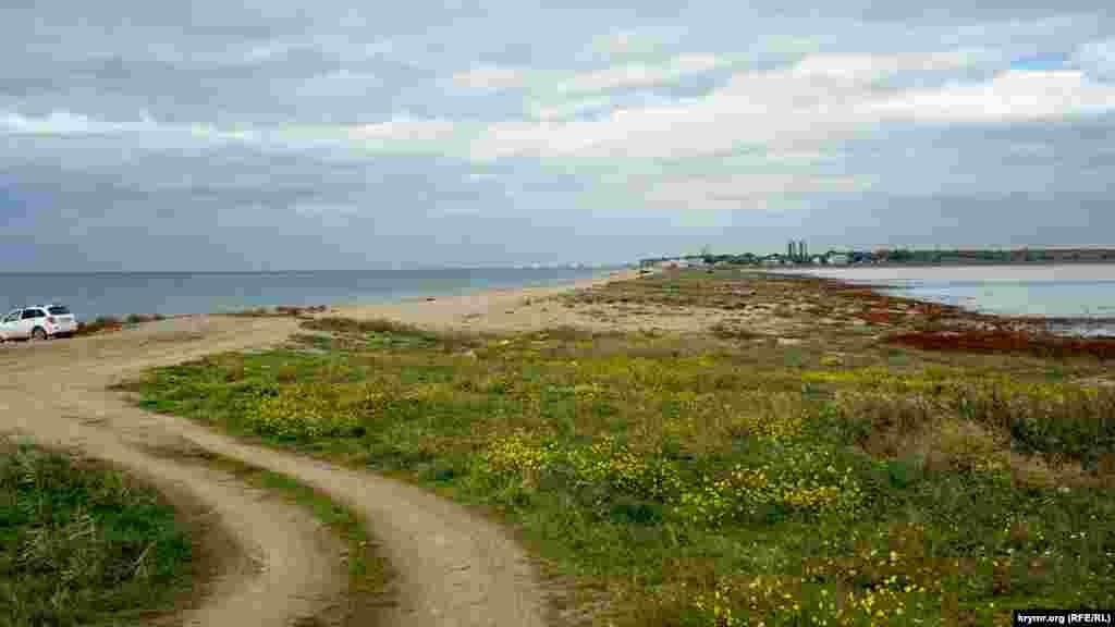 Узкая пересыпь между Каламитским заливом Черного моря и Богайлы. От села до моря –около 2 километров