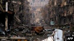 Սիրիա - Ավերակների վերածված շենքեր Դեյր Զոր քաղաքում, 4-ը հունվարի, 2014թ.