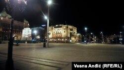 Опустевшая во время введенного из-за вспышки коронавируса комендантского часа площадь в Белграде. 19 марта 2020 года.