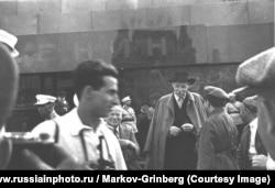 Максим Горький около Мавзолея Ленина