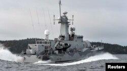 """Корвет шведских ВМС """"Стокгольм"""" ведет поиски юго-восточнее акватории столицы Швеции, 20 октября 2014 года"""