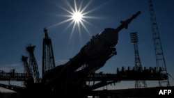 «Союз ТМА-16М» ғарыш кемесін Байқоңыр ғарыш айлағынан ұшырауға дайындап жатыр. 25 наурыз 2015 жыл.