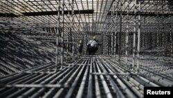 Индустриското производство паѓа осум месеци по ред.