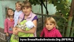 Етнічна угорка Тімея Лешко з дітьми, Закарпаття, вересень 2017 року