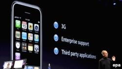 شرکت اپل، روز دوشنبه، مدل جديدی از آی فون را ارائه داد. (عکس:EPA )