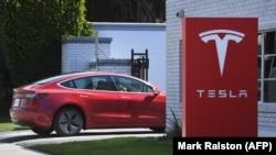 Магазин по продаже автомобилей Tesla в Вашингтоне, 4 марта 2019