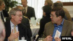 Czech Republic/U.S. -- (l-r) David Jackson, VOA Director; Kestutis Girnius, RFE/RL Lithuanian Service Director (June 2005).