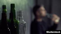 Всі отруєні пили вироблений підпільно лікер