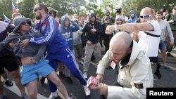 Столкновения фанатов Польши и России в Варшаве 12 июня 2012 г