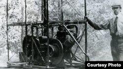 Ігор Сікорський і його перший гелікоптер С-1 (1909 рік). Фото надане Відділом історії авіації та космонавтики імені Сікорського Державного політехнічного музею