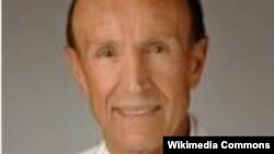 پروفسور غلامعلی پیمان، متخصص و جراح چشم و مخترع شیوهای از جراحی چشم.