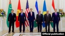 Ուզբեկստան - ԱՄՆ պետքարտուղարը և Կենտրոնական Ասիայի հինգ երկրների ԱԳ նախարարները Սամարղանդում, 1-ը նոյեմբերի, 2015թ․