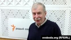 Зьміцер Падбярэскі – журналіст, музычны крытык, пісьменьнік, намесьнік галоўнага рэдактара часопіса «Мастацтва»