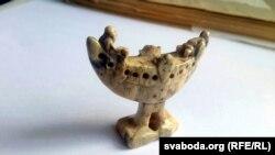 Артэфакт: шахматная фігурка, знойдзеная ў Горадні на Замкавай гары, цяпер у зборах гісторыка-археалягічнага музэю