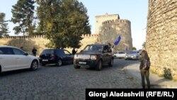 Перед началом акции активисты устроили шествие на автомобилях по центральным улицам города