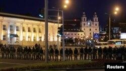 Қақтығыс, күш қолдану, адам өлімі. Беларусь президент сайлауынан кейінгі екінші түн