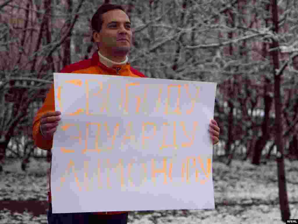 Another opposition activist, Vladimir Milov, soon began his own one-man protest.