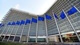 Флаги Евросоюза перед штаб-квартирой Еврокомиссии в Брюсселе
