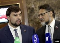 Денис Пушилін (ліворуч) і Владислав Дейнего, представники угруповань «ДНР» і «ЛНР», що визнані в Україні терористичними